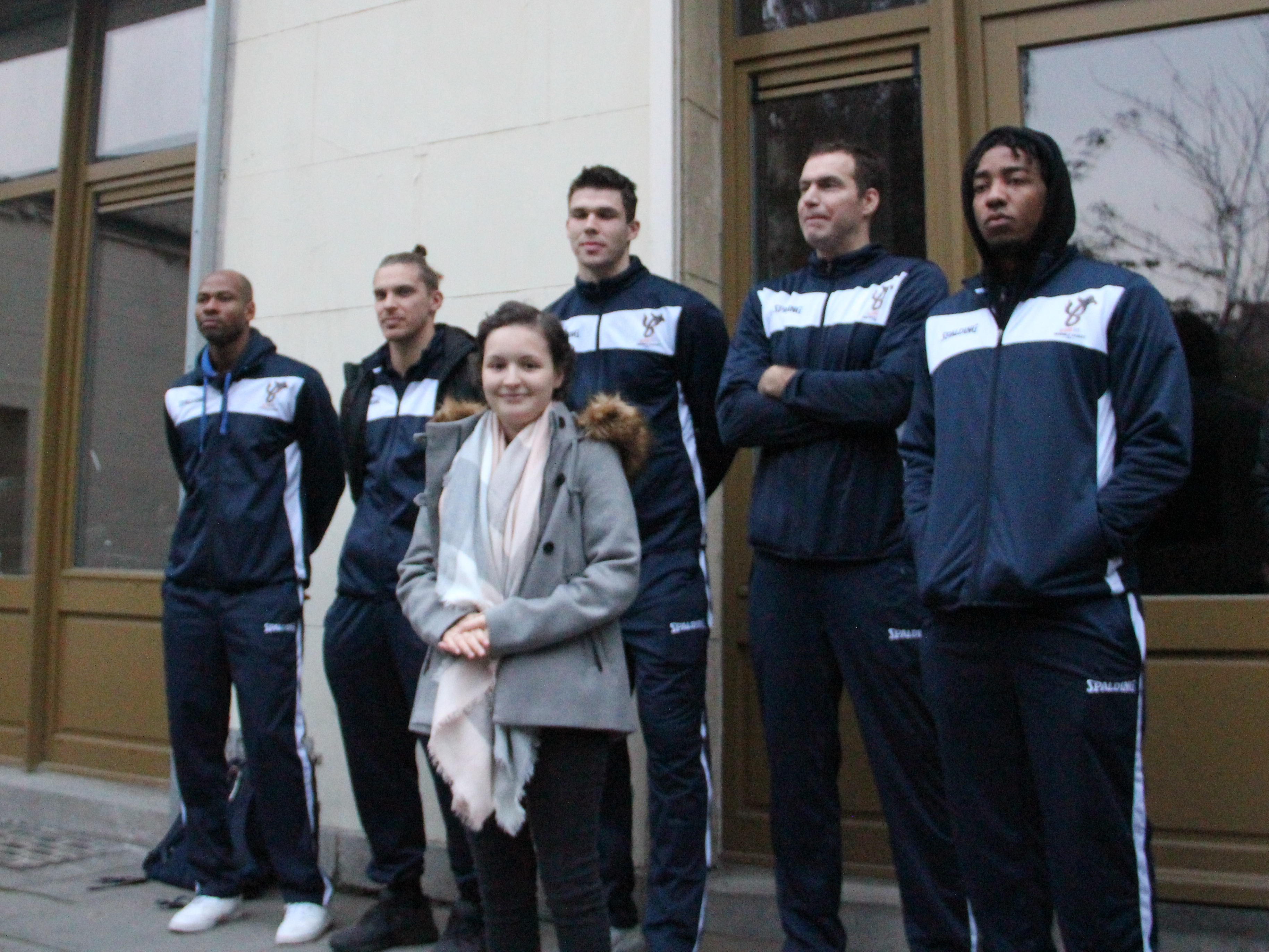Roberta et les joueurs du Basic-Fit Brussels Basketball Team